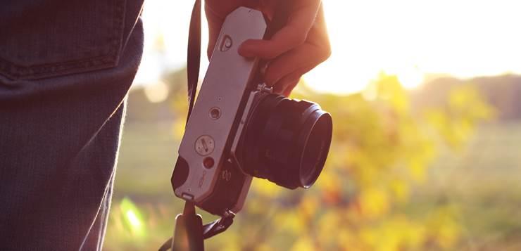 fotoaparat u ruci