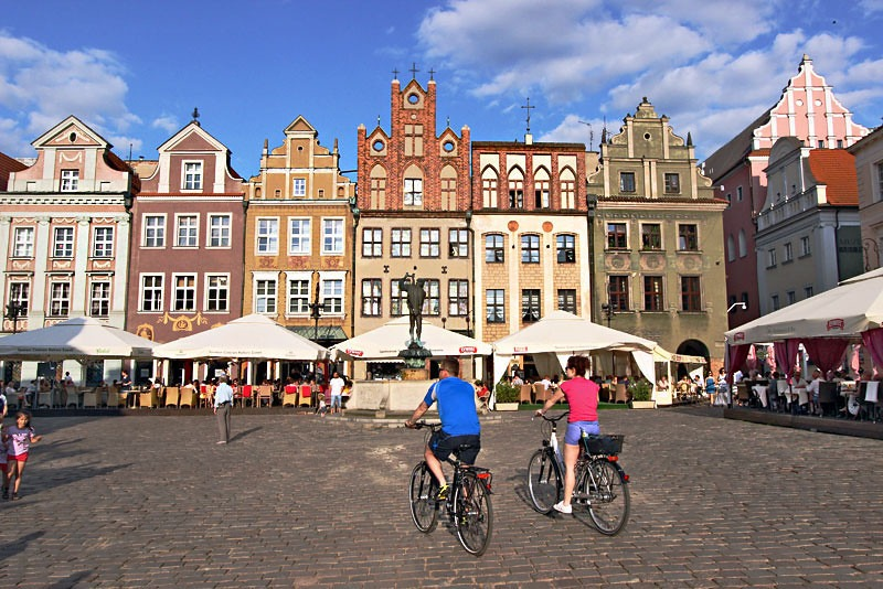 Poland-Poznan-Old-Market-Square5-L