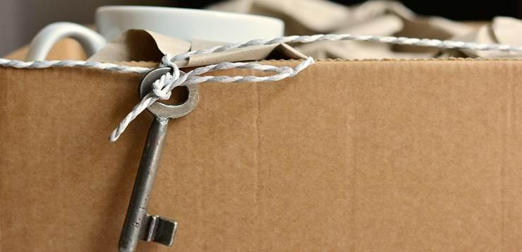 ključ visi iz kutije