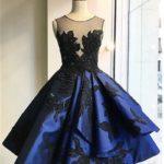 Kratka tamno plava haljina sa ukrasnim gornjim delom