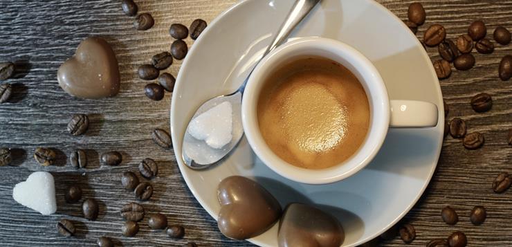 Espreso kafa na stolu