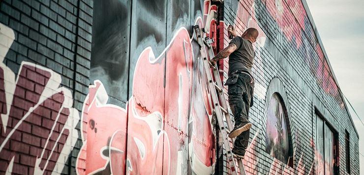 Crtanje grafita - ulična umetnost