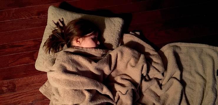 devojka spava