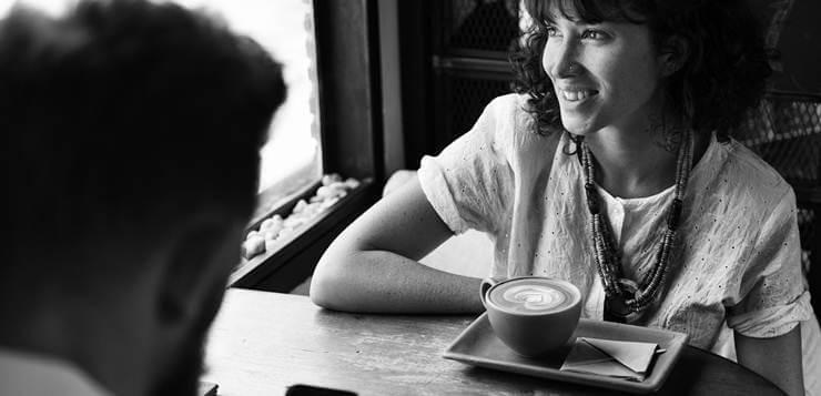 muskarac i zena na kafi