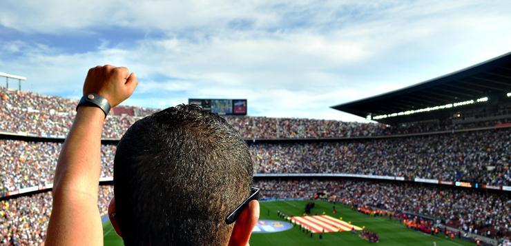 navijač na stadionu