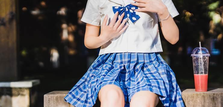 Školske uniforme - devojčica u školskoj uniformi