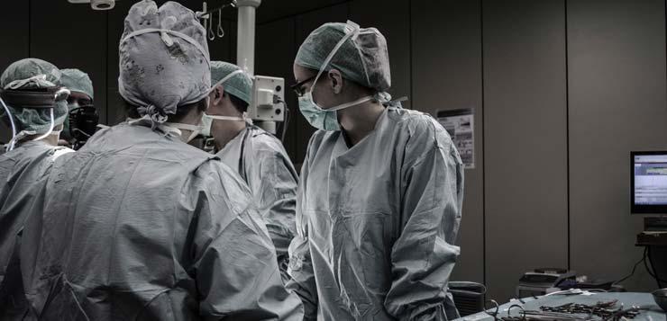 doktori u operacionoj sali