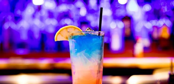 Koktel u čaši