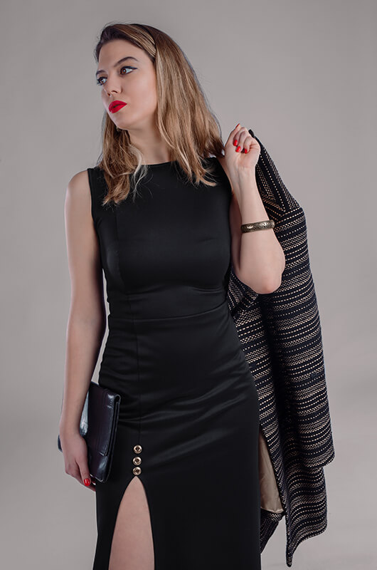 Crna maturska haljina sa šlicem