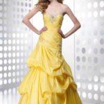 Duga žuta haljina za oblik tela obrnuti trougao
