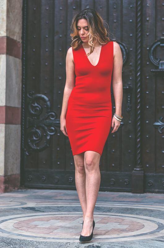 Crvena Uska Maturska Haljina Sa V Izrezom