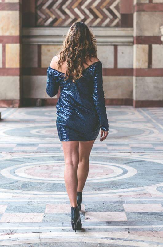 Aduti kratka plava šljokičasta haljina zadnja strana