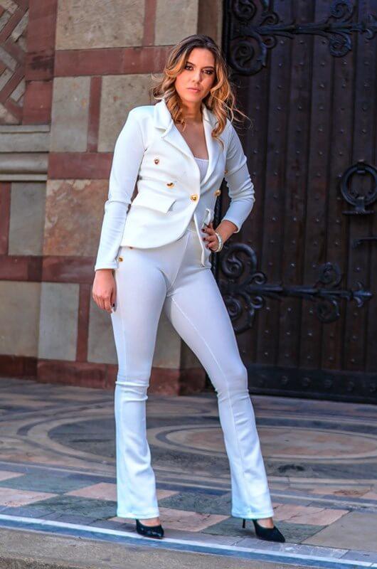 Aduti zensko belo odelo - prednja strana