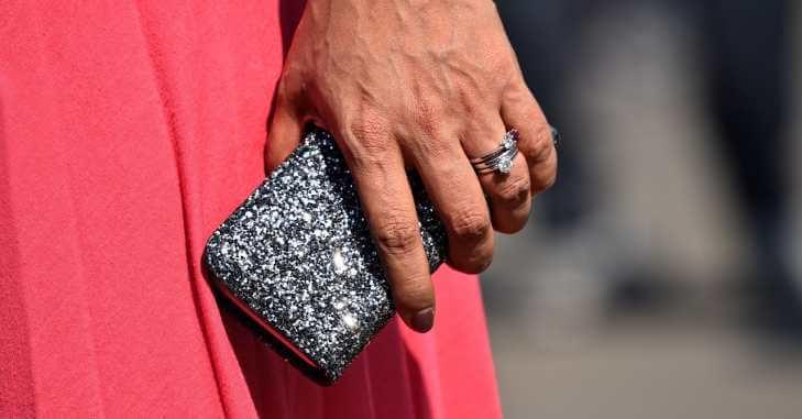 Srebrna i elegantna torbica za maturu