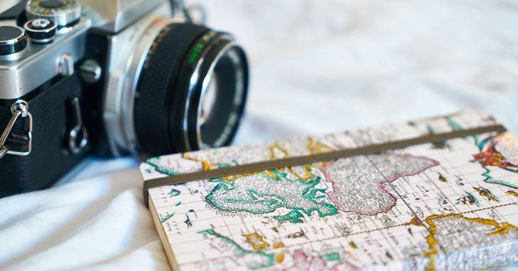 Fotoaparat i mapa sveta