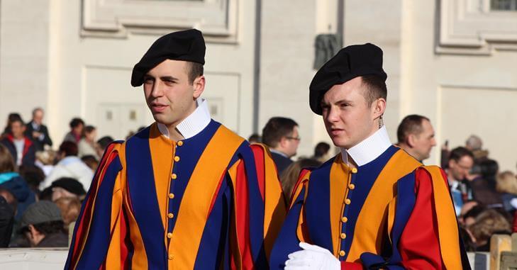 Zanimljiva uniforma vatikanske garde