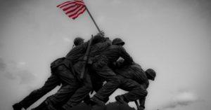 Američki vojnici postavljaju zastavu nakon bitke za Ivo Džimu