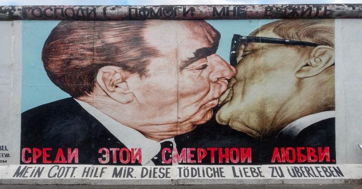 berlinski-zid-kontraverzni-grafit