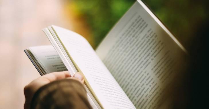Otvorene stranice knjige za čitanje