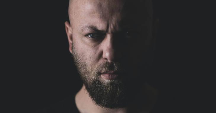 portret muškarca sa bradom