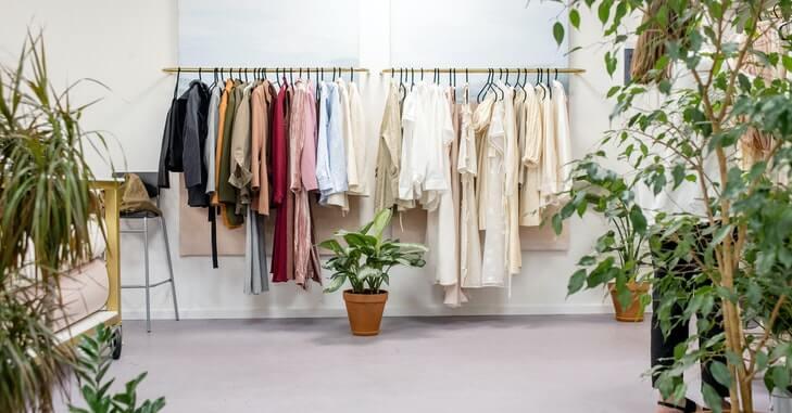 prikaz raznovrsne odeće